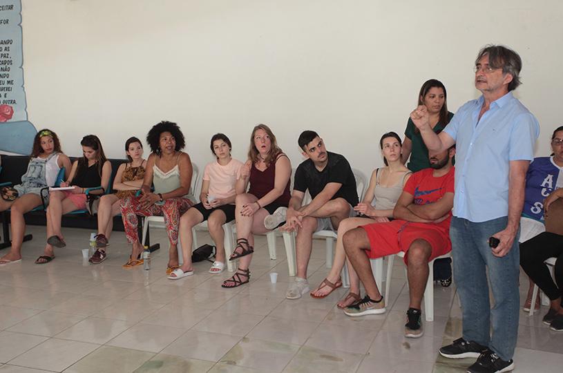 Alunos franceses conhecem terapia integrativa realizada pelo CAPS AD de Eusébio