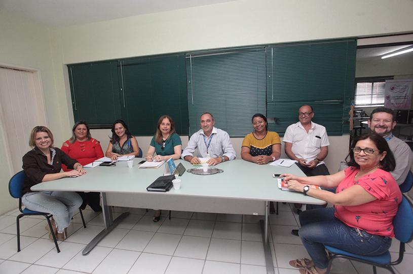 Desenvolvimento Social e Sine/IDT discutem projetos de capacitação e financiamento de negócios no Eusébio
