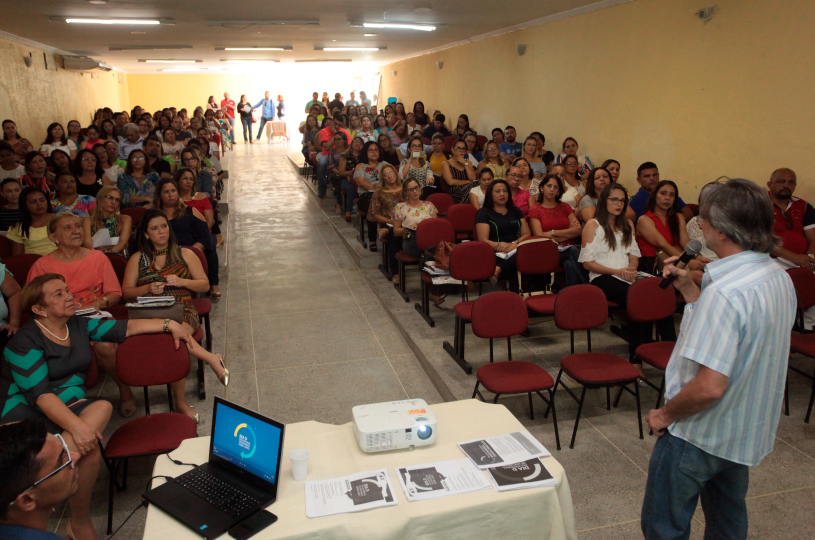 Educadores do Eusébio discutem a Base Nacional Comum Curricular