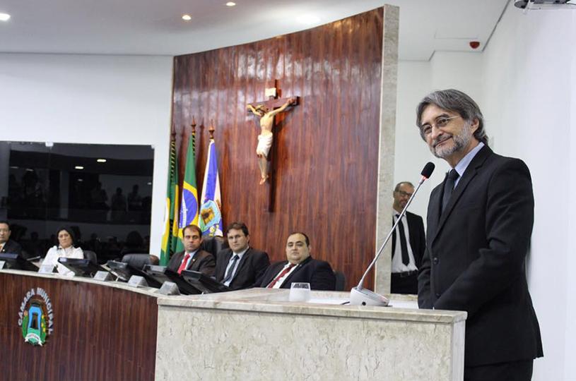 Acilon recebe Título de Cidadão de Fortaleza e quer discutir integração da Região Metropolitana