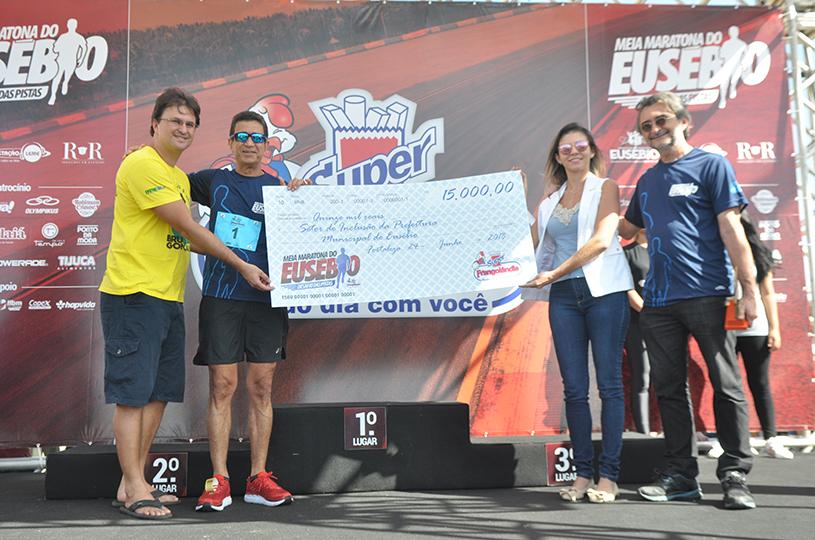 Casa do Autista do Eusébio recebe doação de R$ 15 mil da Meia Maratona para compra de equipamentos