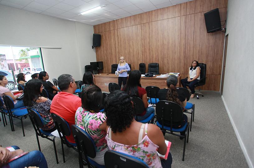 Prefeitura de Eusébio atualiza trabalhadores das salas de vacinação