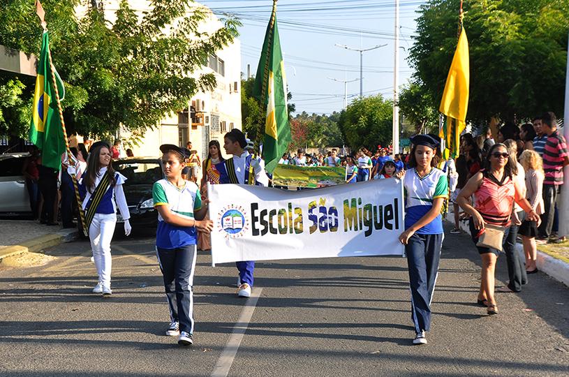 Eusébio encerra Semana da Pátria com grande desfile na Sede