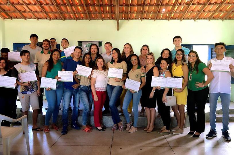 Eusébio certifica jovens do Projeto Primeiro Passo