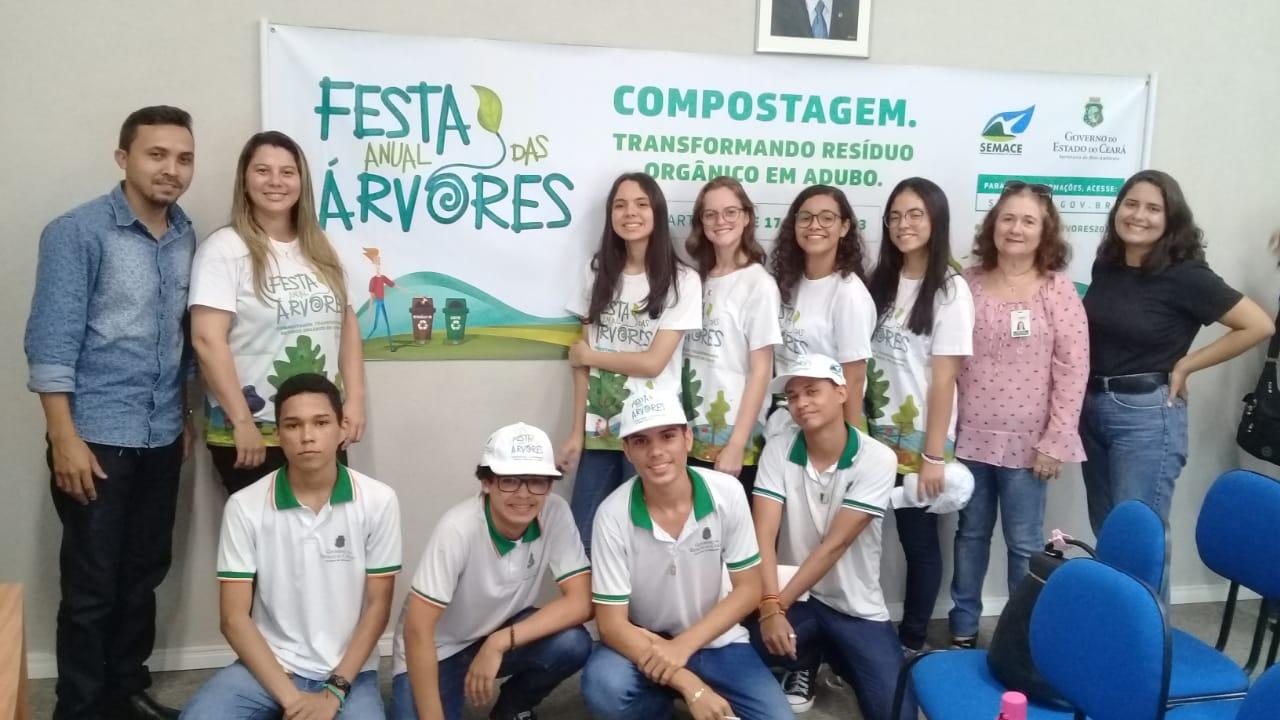 Eusébio participa da Festa Anual das Árvores