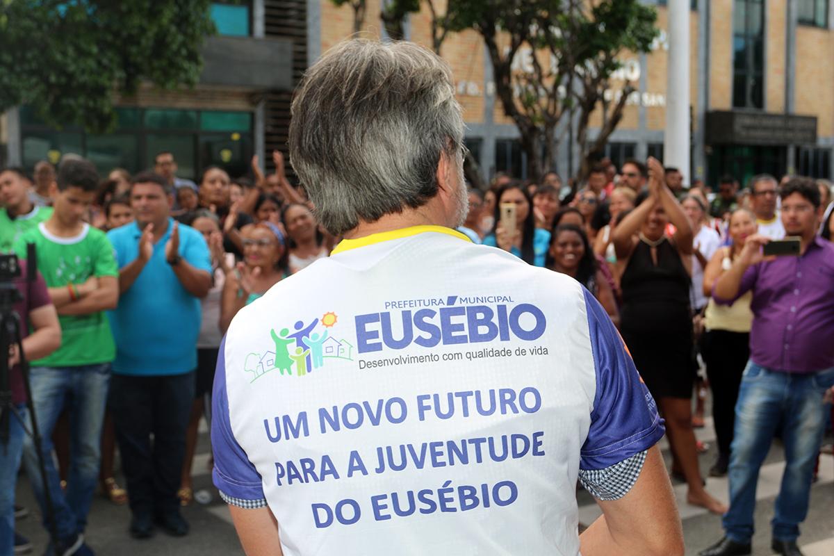 Eusébio inaugura a primeira Escola da Promoção da Vida do País