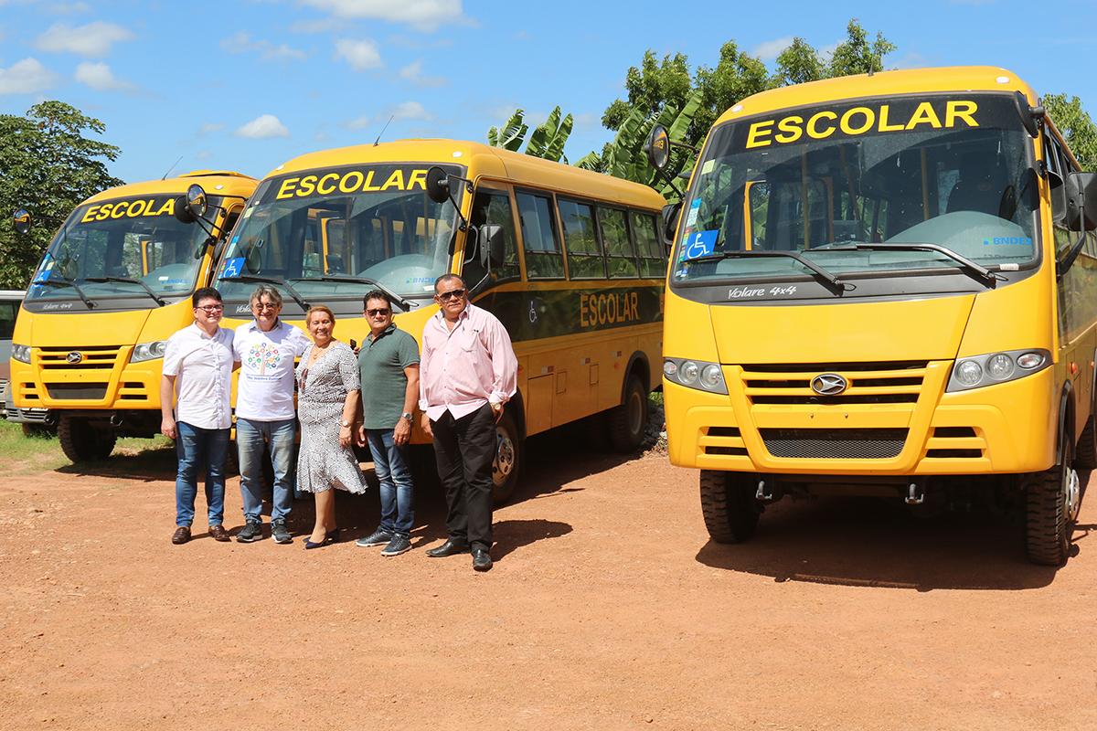 Acilon entrega mais três micro-ônibus para o transporte Escolar de Eusébio