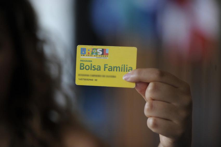 Mais de 300 famílias pedem desligamento do Bolsa Família no Eusébio em um ano