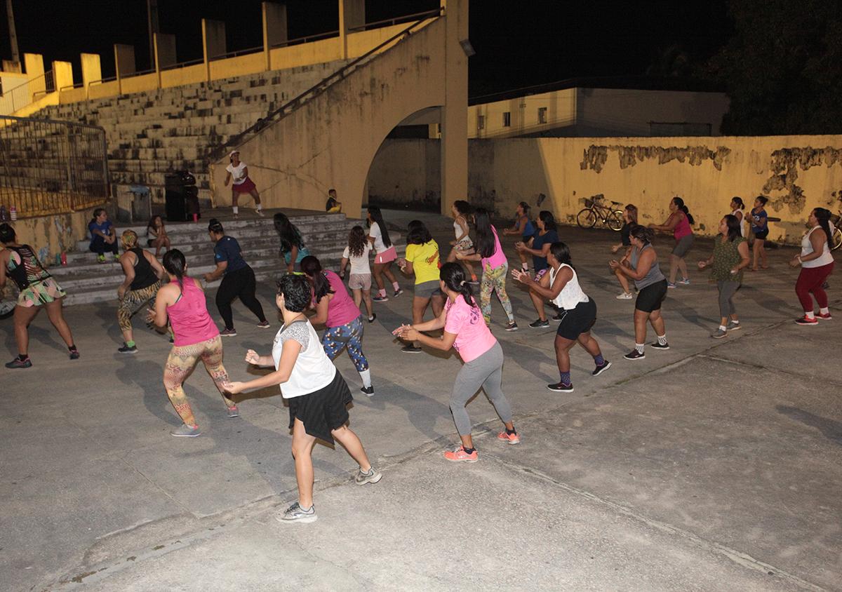 Prefeitura de Eusébio realiza aulas de Zumba no Estádio Municipal e no Coaçu