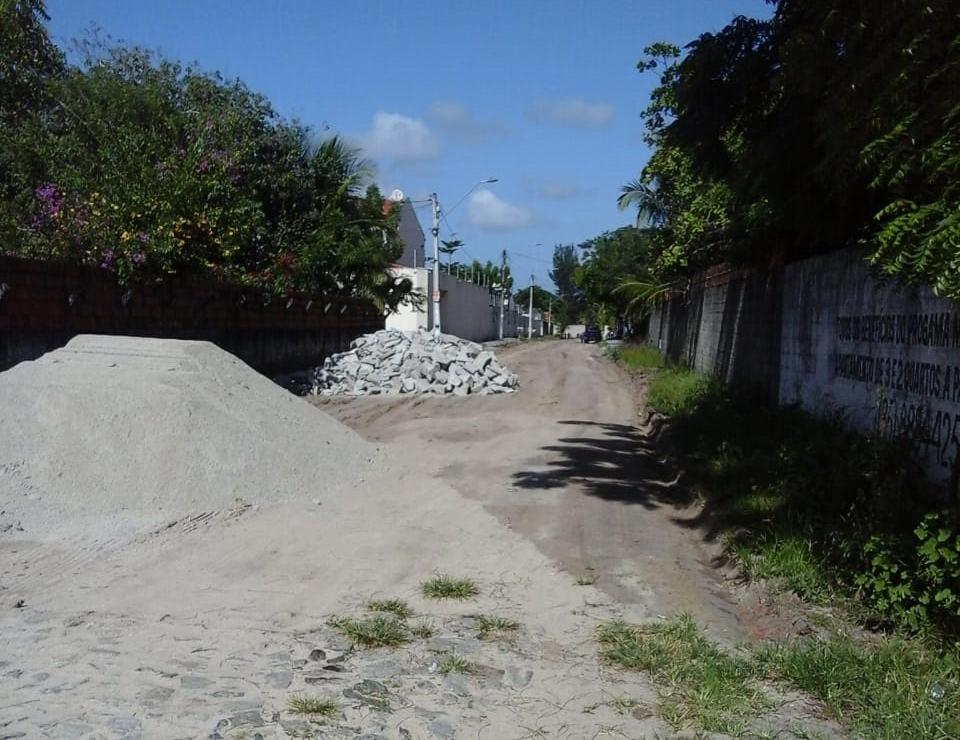 Prefeitura de Eusébio realiza pavimentação de ruas de cinco bairros