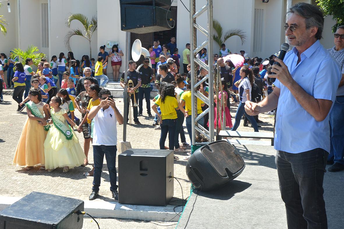 Mangabeira e Timbu participam do segundo dia de desfile cívico da Semana da Pátria no Eusébio