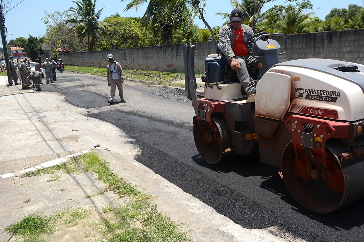 Prefeitura de Eusébio realiza obra de recapeamento asfáltico na Rua do Cruzeiro e na Estrada do Fio