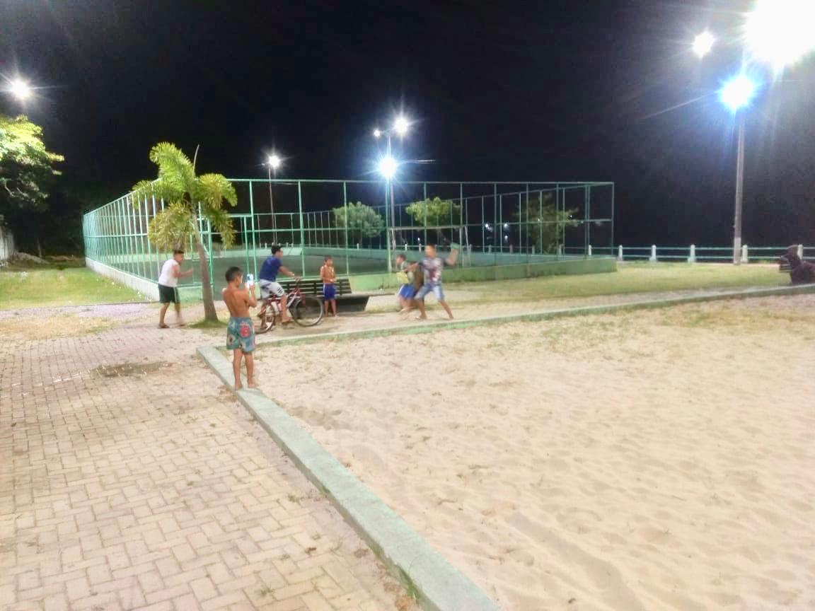 Prefeitura melhora iluminação da Praça e Areninha nas Guaribas