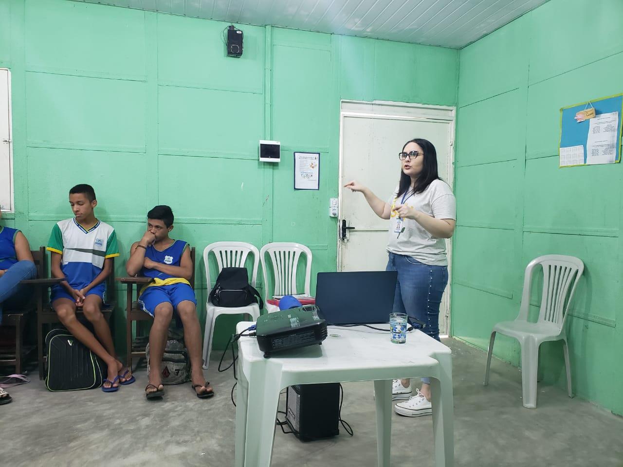 Eusébio realiza ações do Setembro Amarelo nas escolas