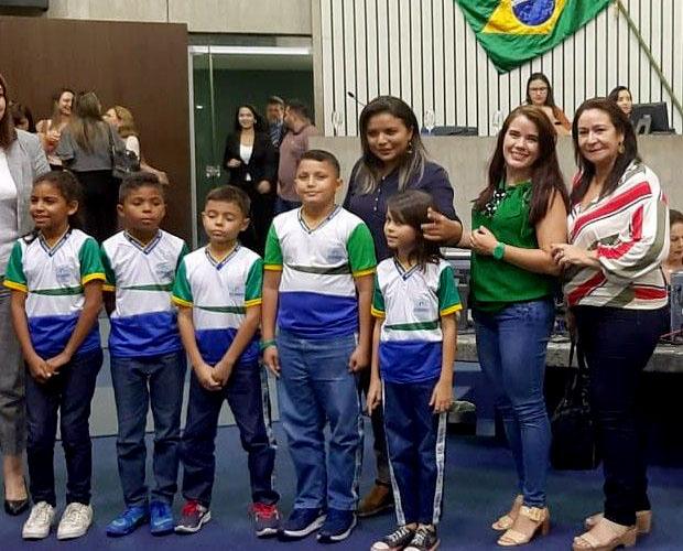 Escola do Cararu é homenageada na Assembleia Legislativa por ter conquistado o Prêmio Peteca 2019