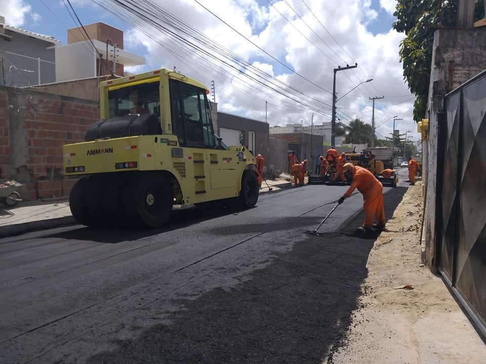 Prefeitura realiza pavimentação asfáltica em avenidas, ruas e travessas da Lagoinha, Coité, Guaribas e Centro