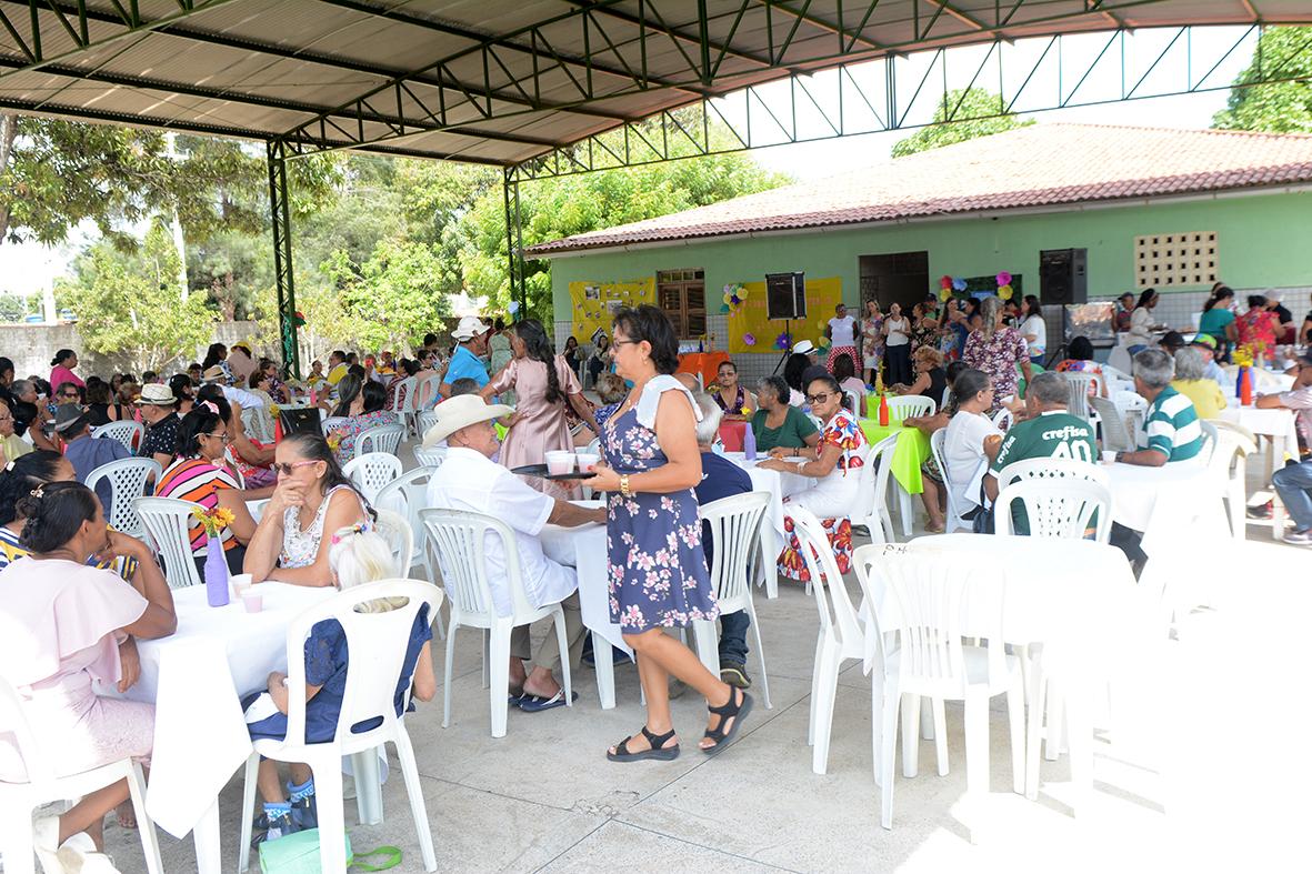 Eusébio encerra a Festa Anual dos Idosos na Grande Sede
