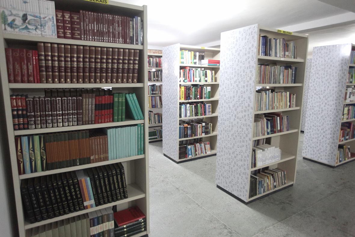 Biblioteca Pública Patativa do Assaré conta com mais  de 10 mil títulos à disposição dos eusebienses