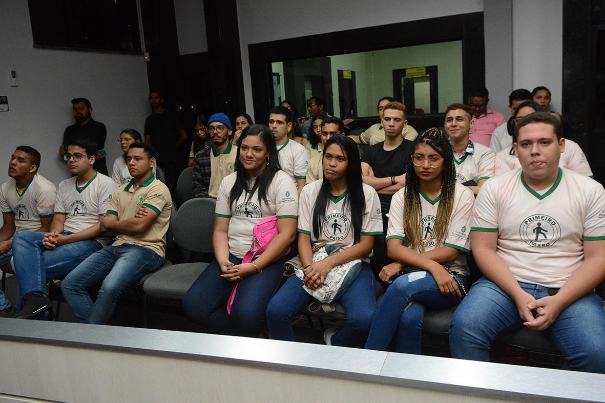Eusébio e Governo do Estado certificam 64 jovens do projeto Primeiro Passo – Linha Jovem Aprendiz