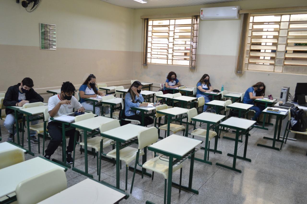 Eusébio prorroga medidas de isolamento social e libera cursos técnicos presenciais