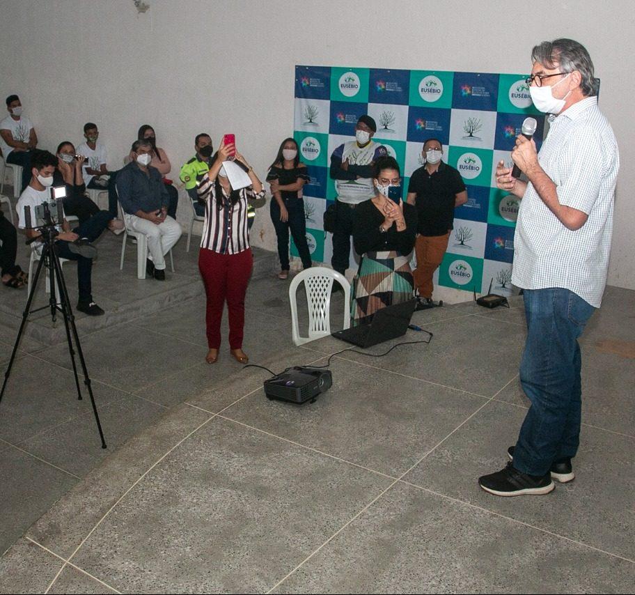 Eusébio forma a primeira turma da Escola de Promoção à Vida