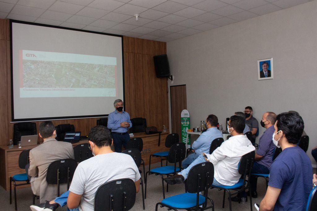 Eusébio apresenta projeto de georreferenciamento e ações de modernização da máquina para quatro municípios cearenses