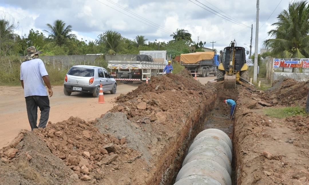 Cagece realiza serviço para melhorar abastecimento de água no Eusébio