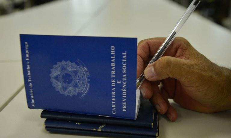 SINE do Eusébio oferece vagas para as áreas de comércio e serviços