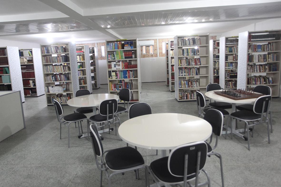 Biblioteca Municipal Patativa do Assaré disponibiliza mais de 200 títulos novos em seu acervo
