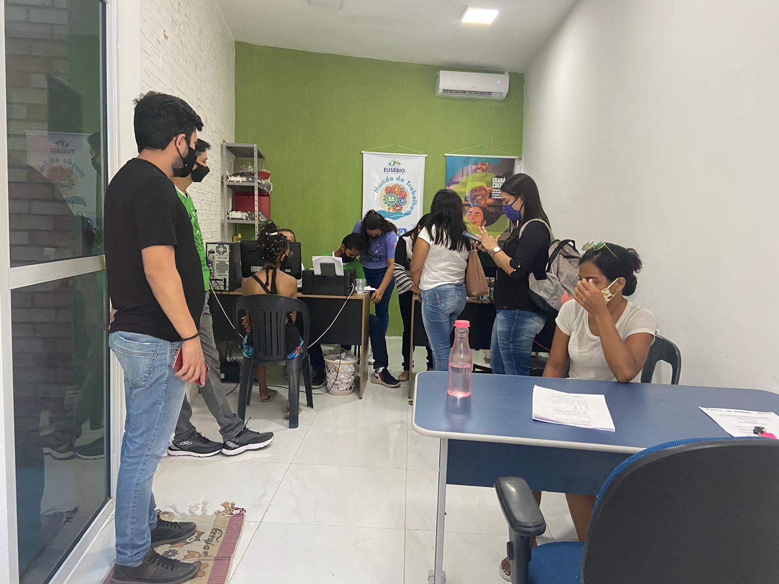 Sala do empreendedor cadastra 215 microempreendedores no programa Ceará Credi