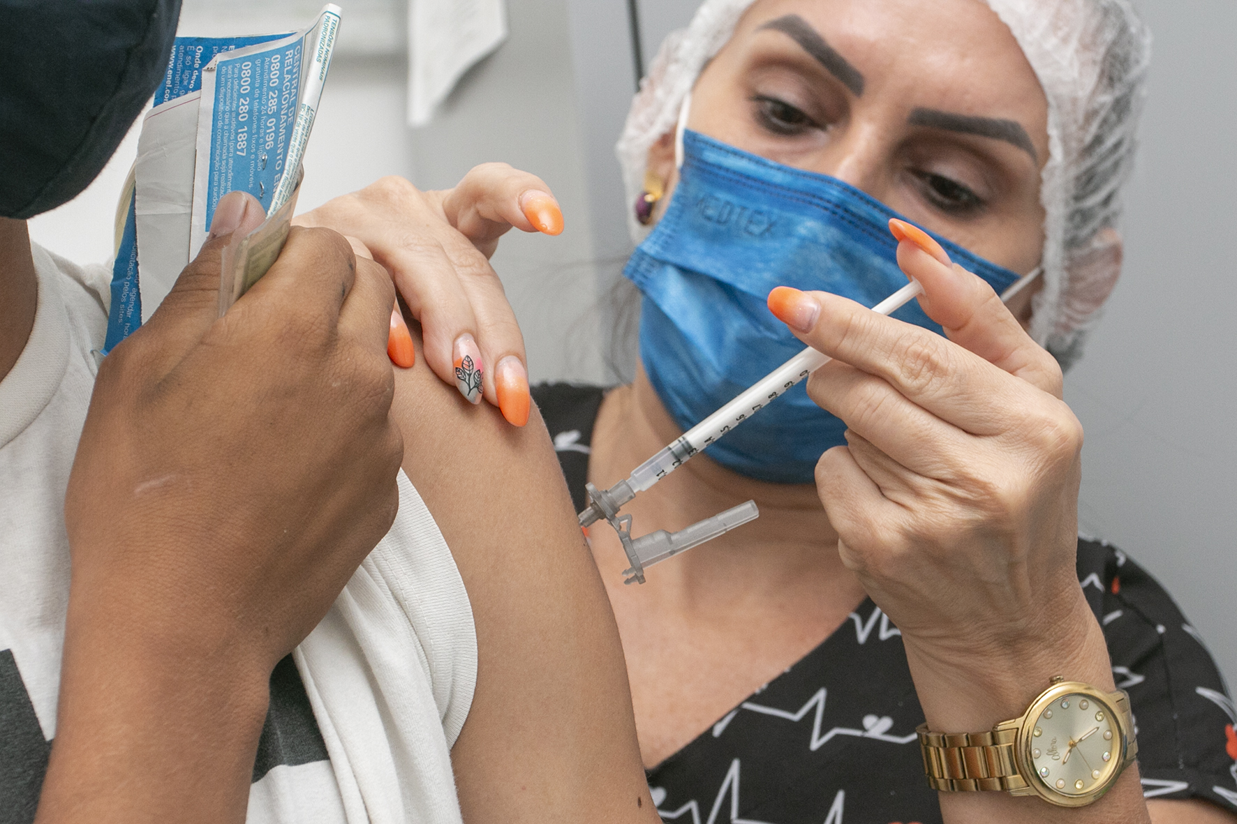 Eusébio inicia vacinação de adolescentes com 16 anos completos nesta terça-feira; é necessária a presença de pais ou responsáveis